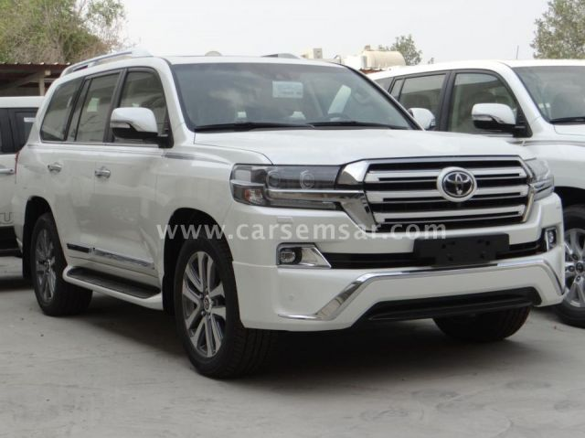 2017 Toyota Land Cruiser VXS White Edition