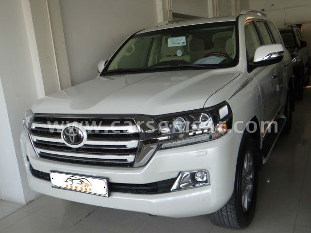 2017 Toyota Land Cruiser VXR White Edition