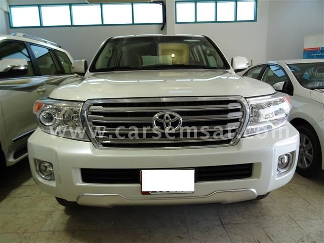 2015 toyota land cruiser vxr for sale in qatar new and used cars for sale in qatar. Black Bedroom Furniture Sets. Home Design Ideas