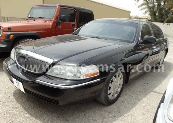 2009 lincoln town car signature limited for sale in bahrain new and used cars for sale in bahrain. Black Bedroom Furniture Sets. Home Design Ideas