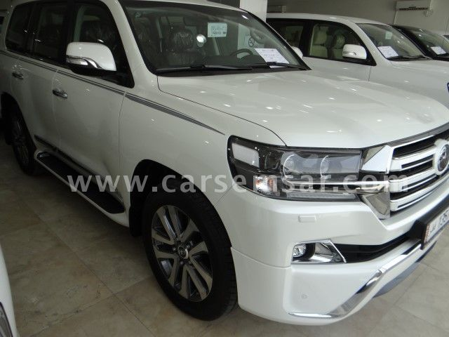 2017 Toyota Land Cruiser VXS White Edition