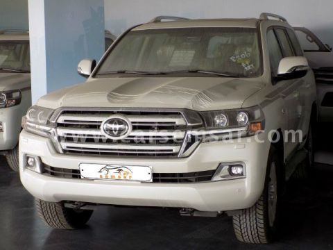 2018 Toyota Land Cruiser VXR White Edition