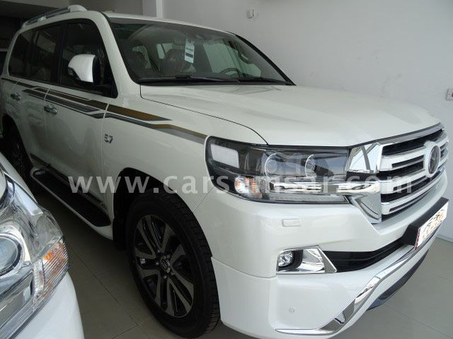 2018 Toyota Land Cruiser VXS White Edition