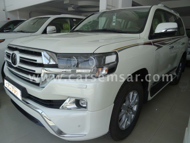 2018 Toyota Land Cruiser GXR V8 White Edition