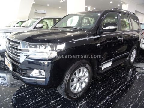 2018 Toyota Land Cruiser VXR Black Edition