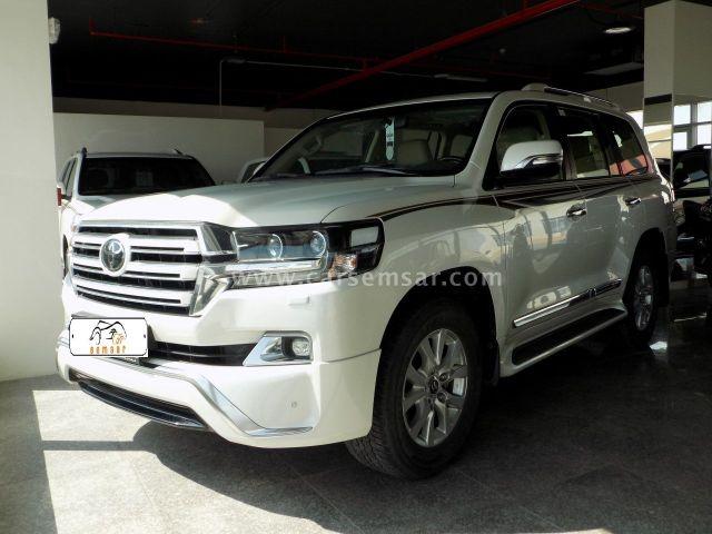 2018 Toyota Land Cruiser GXR V8 White Edition