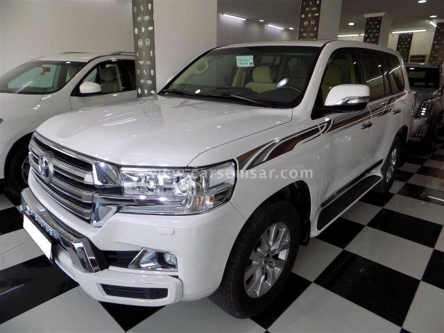 2017 Toyota Land Cruiser GXR V8