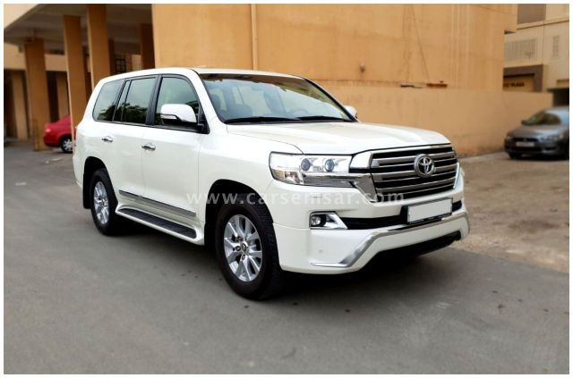 2018 Toyota Land Cruiser GXR V6 White Edition