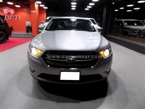 2015 فورد Taurus SEL