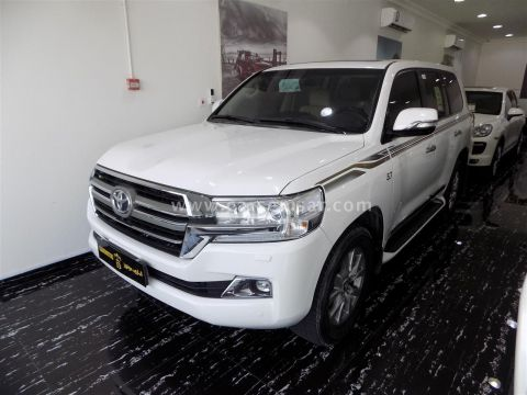 2016 Toyota Land Cruiser VXS