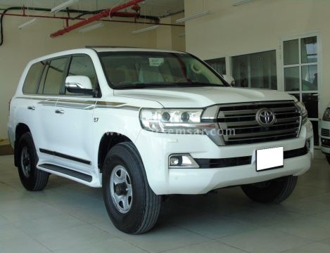 2016 Toyota Land Cruiser VXR