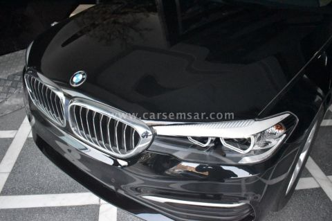 2019 BMW 5-Series 520i