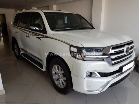 2017 Toyota Land Cruiser GXR V8 White Edition