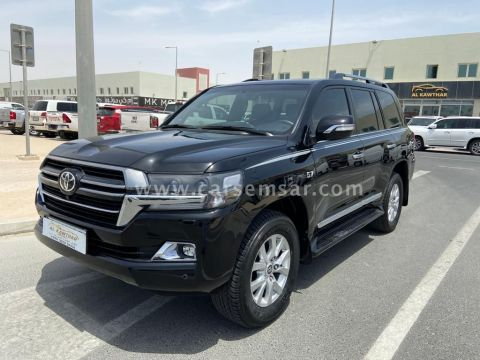 2018 Toyota Land Cruiser VXR Black Edition